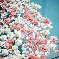 お風呂でも大好きな花と!クレオパトラもハマったフラワーバス!