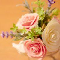 お花好きの心を震わせる、クレイフラワーの魅力